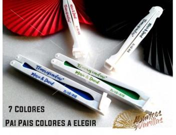 Pai Pai en 7 colores a elegir. Se puede personalizar en 1 o 2 varillas con texto y dibujos a juego con el color del abanico